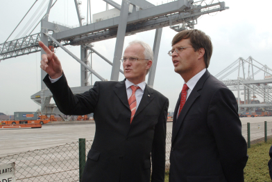 Rüttgers en Balkenende in de Rotterdamse haven in 2006. Afb.: dpa/picture-alliance